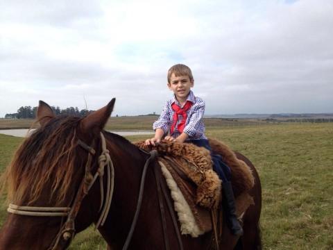 Gauchinho no cavalo (filho da Fran Agnoletto)
