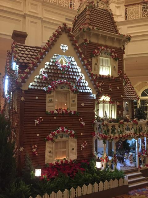Como visitamos no final de novembro, a casinha de Gingerbread já estava pronta no lobby