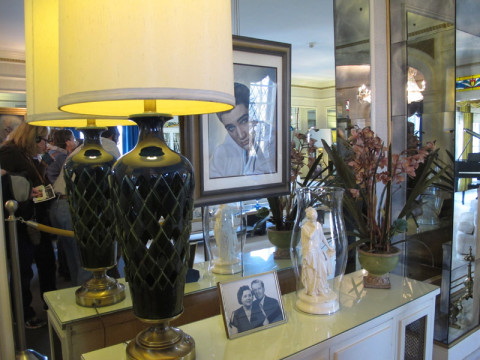 Alguns detalhes na sala de Graceland