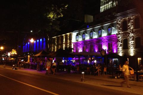 Os restaurantes iluminados na Grande Allée