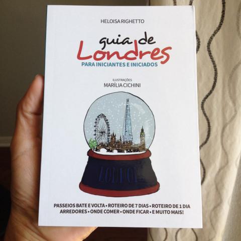 Guia de Londres na minha mão, pra vocês verem que ele é pequenininho