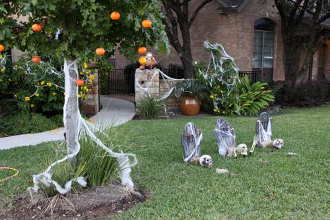 Uma casa enfeitada pro Halloween em 2013