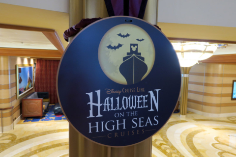 Os cruzeiros de Halloween da Disney são chamados Halloween on the High Seas