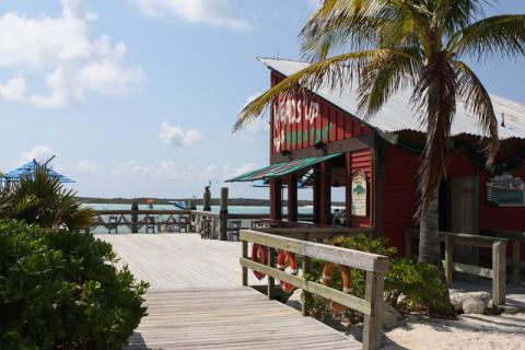 Head's Up bar em Castaway Cay, entre as praias de família