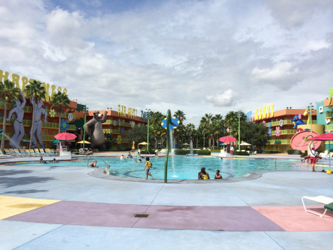 Hippy Dippy Pool no hotel Pop Century da Disney