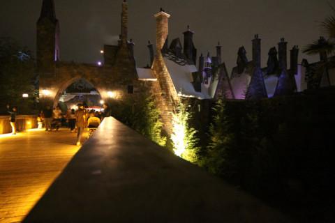 Chegando em Hogsmeade a noite pela ponte de Jurassic Park