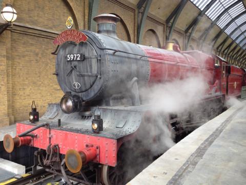 Hogwarts Express pronto pra sair na King's Cross station