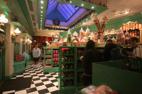 Interior da Honeydukes
