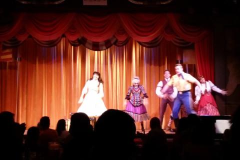 Show do Hoop Dee Doo Musical Revue: música, dança e interação