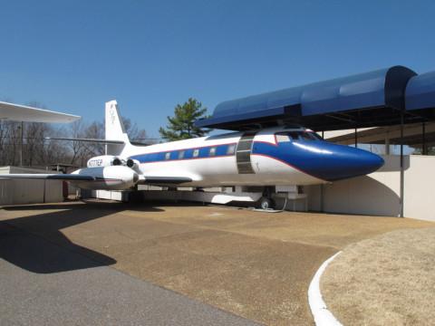 Hound Dog 2, o avião que o seu empresário e equipe usavam