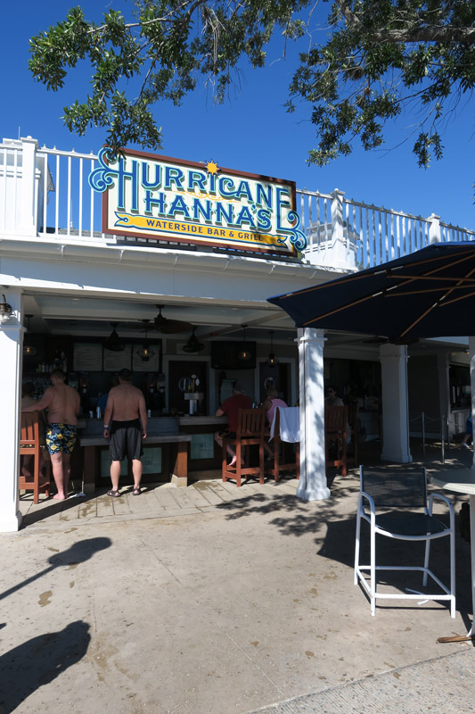 Hurricane Hanna's é o bar e lanchonete da piscina do Yacht Club e Beach Club