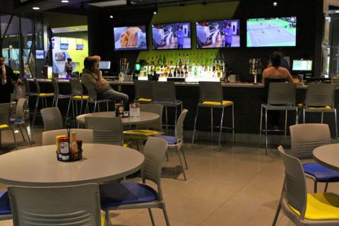 O bar e lanchonete do iDrive NASCAR
