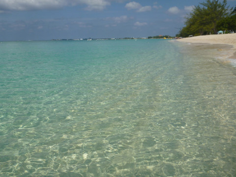 7 mile beach nas Ilhas Cayman