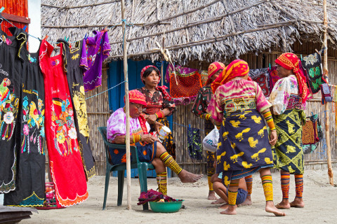 Índios Kuna em San Blás, Panamá