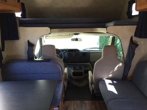 Interior do motorhome, olhando pra frente