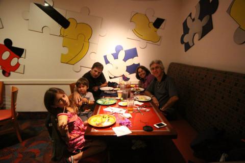 Jantando no Chef Mickey's na primeira noite