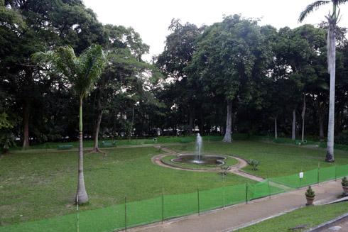 Jardim inglês na frente do Solar