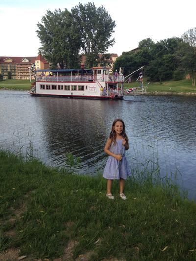 Julia e o barquinho, não chegamos a fazer o passeio de barco
