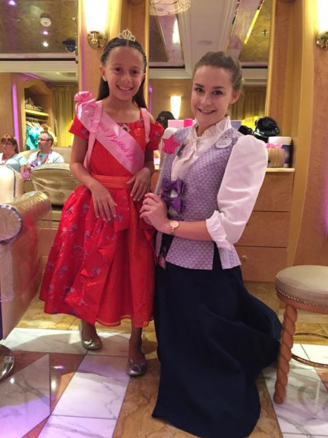 Julia depois da transformação em princesa na Bibbidi Bobbidi Boutique