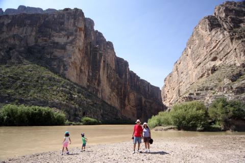 Julia, Eric e os meus pais no Santa Elena Canyon