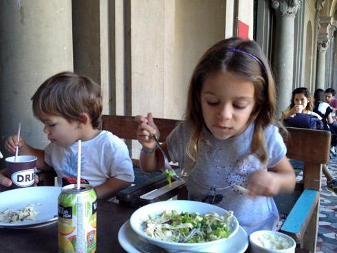 Julia e Eric gostaram da comida no DRI do Parque Lage