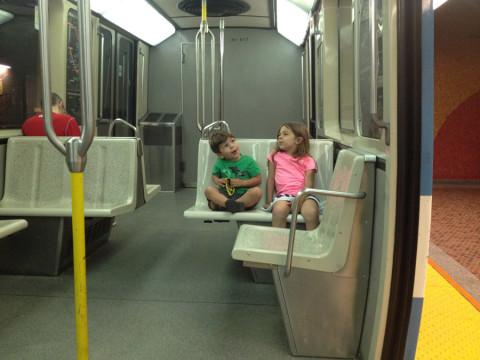 Julia e Eric no metrô de Montréal