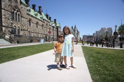Julia e Eric ainda não estavam reclamando do sol nessa foto
