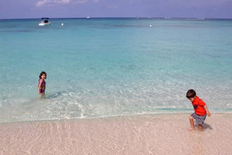 Julia e Eric na Seven Mile Beach: paraíso!