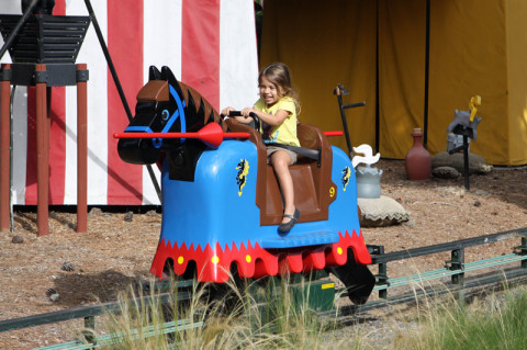 Julia no Royal Joust da Legoland California