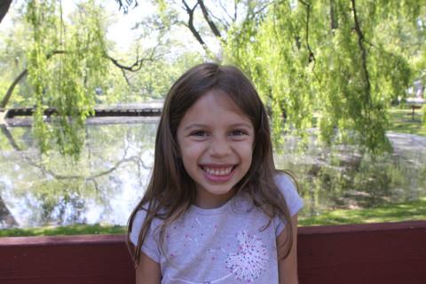 Julia estava feliz no Toronto Island Park