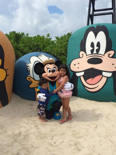 E com a Minnie na ilha da Disney