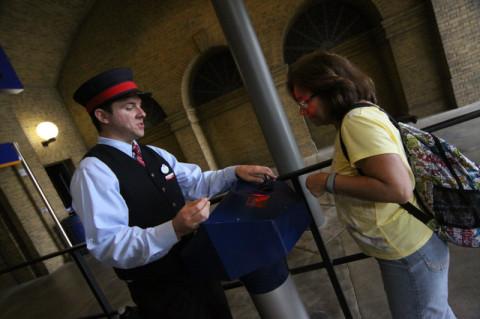 Pra entrar na fila pro Hogwarts Express você vai apresentar o seu ingresso novamente (tem que ser Park-to-Park)