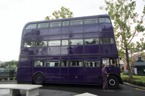 O Knight Bus está estacionado ali na frente