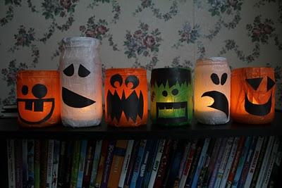 Lanternas de vidro de maionese para o Halloween