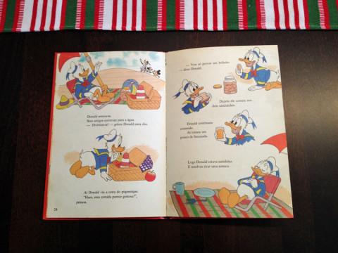 Primeiro livro que a Julia leu em português: A Grande Surpresa do Donald