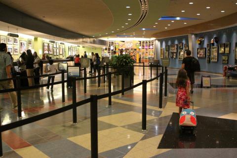 Chegando no lobby do Pop Century pra fazer o check in