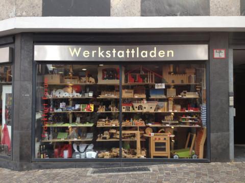 Uma loja de brinquedos de madeira linda que fica na Romer, mas não deu tempo de entrar