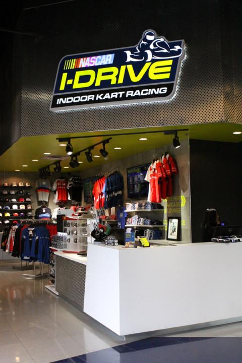 Loja na entrada do iDrive NASCAR em Orlando