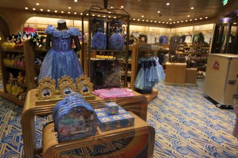 Mickey's Mainsail, uma das lojas no Disney Magic