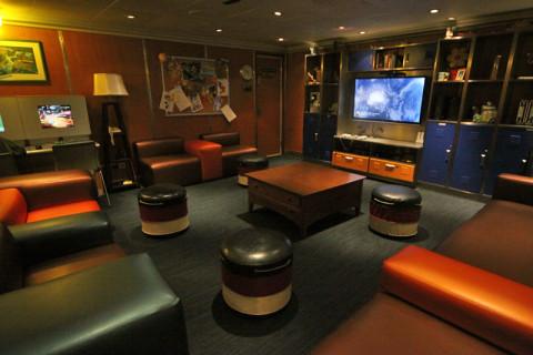 Sala com TV pra quem quiser assistir