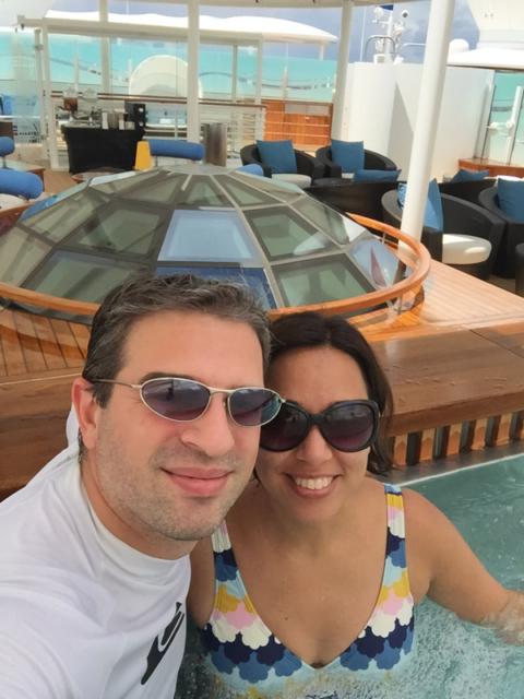 Aproveitando a hidromassagem no sun deck Concierge