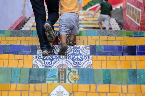 """Eu e Eric subindo a Escadaria Selarón, foto Gustavo """"Camarão"""" Bordallo"""