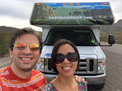 Eu e o Gabe saindo do Big Bend National Park com o nosso motorhome alugado
