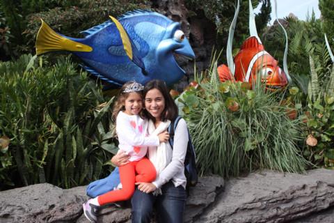 Eu e Julia com Dory e Marlin
