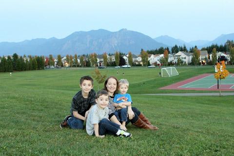 Lu e os três filhotes em Snoqualmie, Washington