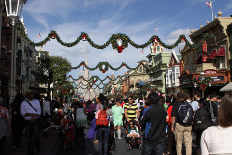 A Main Street no dia de Natal, lotada