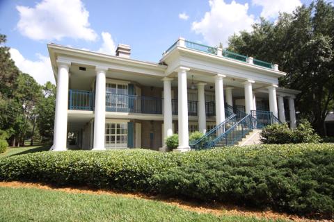 Mais um prédio que parece uma mansão sulista no Port Orleans Riverside