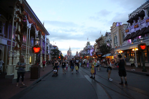 Chegando na Main Street na festa de Halloween