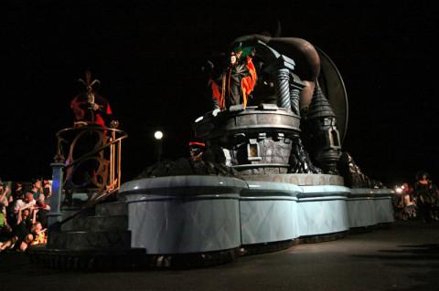 Jafar e Malévola no último carro