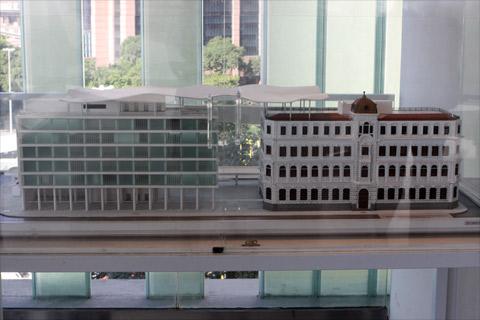 A maquete do MAR - dois prédios interligados, um moderno e um antigo